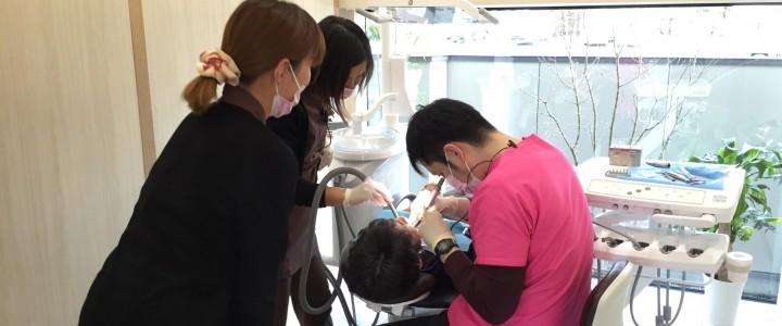 井川歯科、ある日の診療風景。今日も診療!17時半まで受付です~。