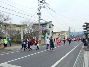 伊万里ハーフマラソン2016 09:46 開始前 松島神社前 井川歯科撮影