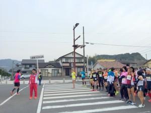 伊万里ハーフマラソン2016 09:50 開始前 ゆめおいはし付近 井川歯科撮影