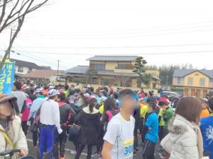 伊万里ハーフマラソン2016 09:54 開始前 啓成郵便局付近 井川歯科撮影